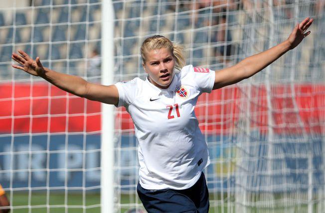 SCORET I VM: Ada Hegerberg jubler for scoring mot Elfenbenskysten under VM i Canada i fjor sommer.