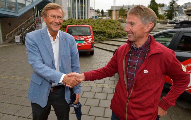 DRAGKAMP: Jarle Aarbakke (Ap, t.v.) eller Jens Ingvald Olsen (Rødt) blir ordfører i Tromsø.