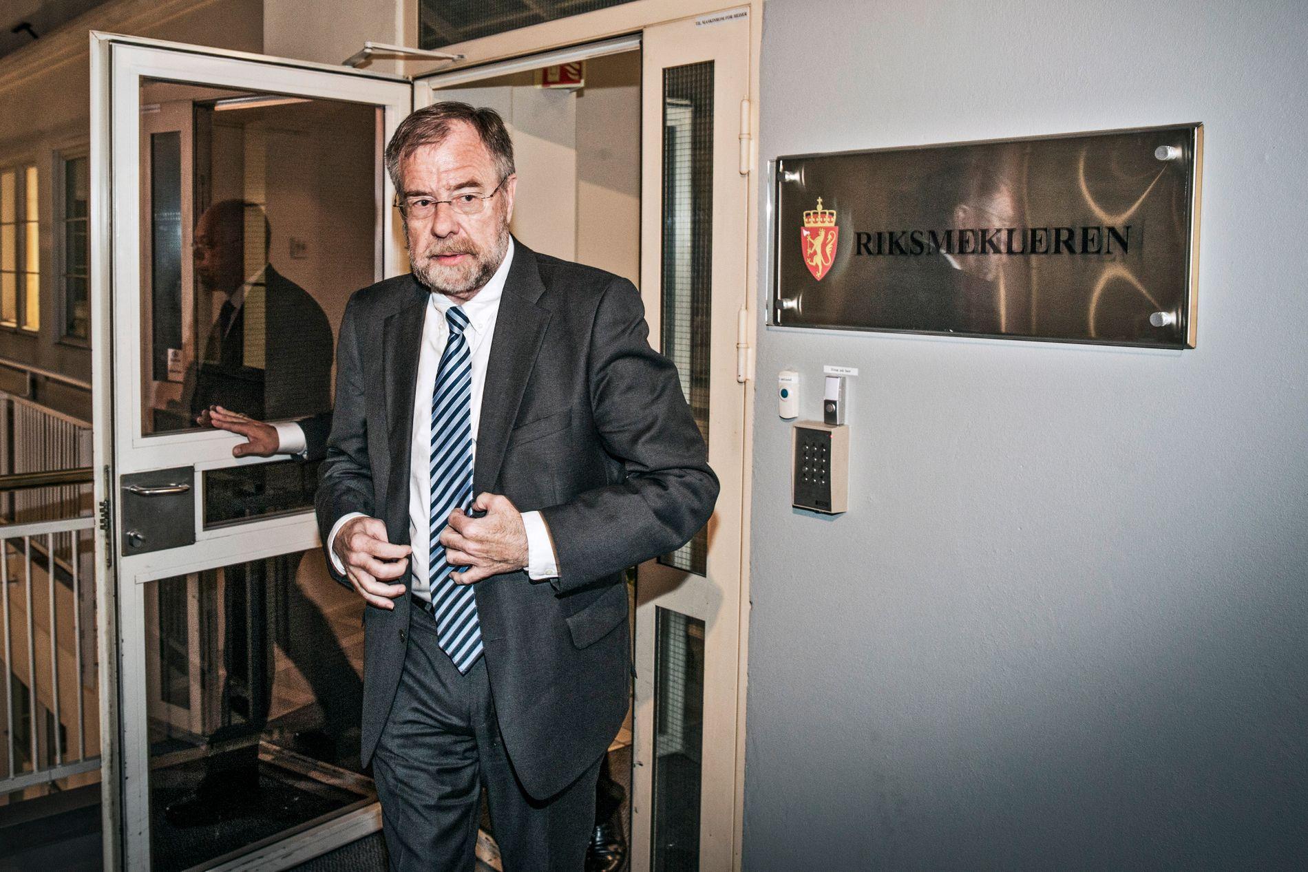 RIKSMEGLINGSMANN: Nils Terje Dalseide oppdaterer media i forbindelse med forhandlingene i offentlig sektor 25. mai 2014.