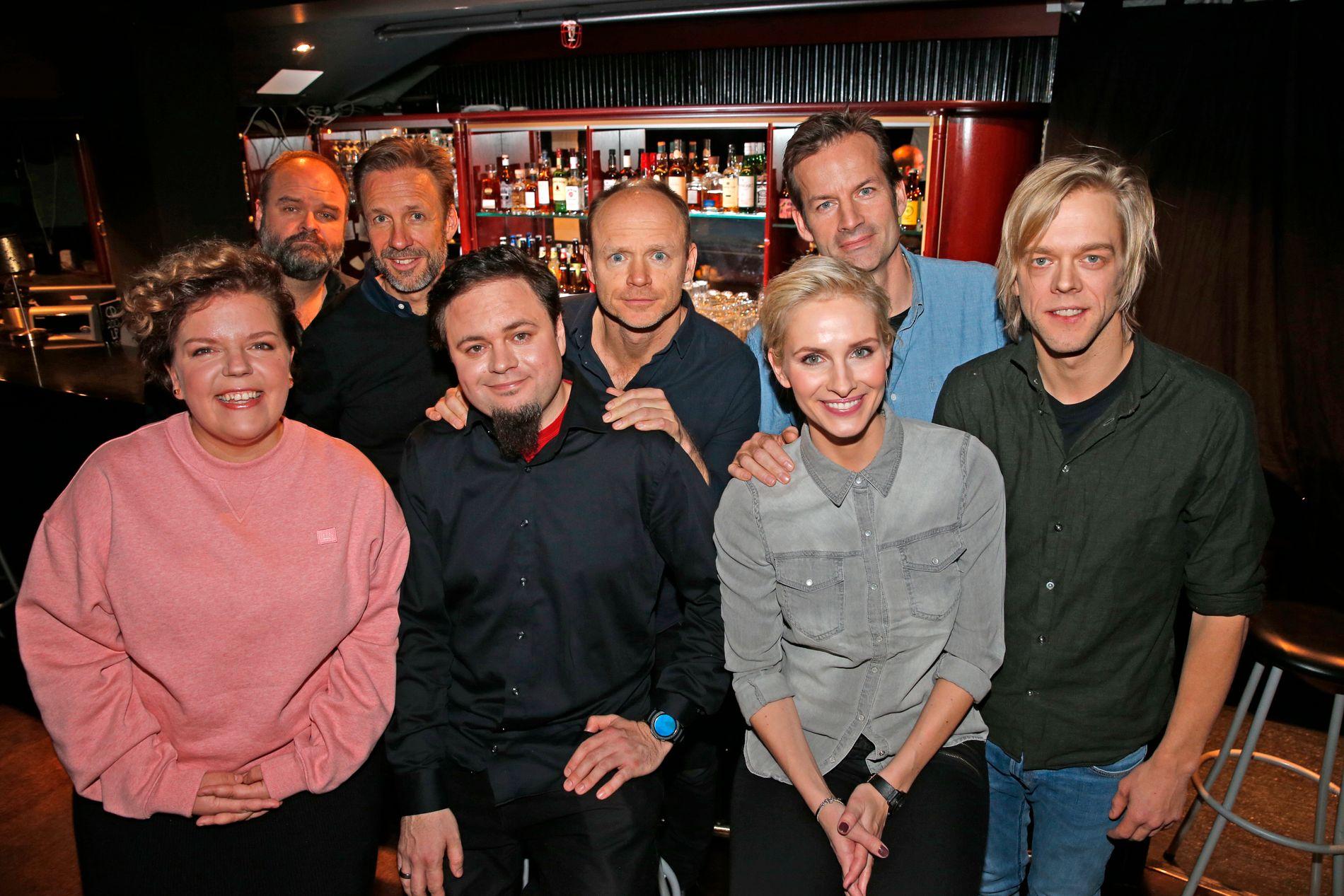 SKAL LAGE HUMOR: Denne gjengen utgjør nye «Mandagsklubben» på TVNorge. Foran fra venstre: Else Kåss Furuseth, Dag Sørås, Anne Rimmen og Calle Hellevang-Larsen. Bak fra venstre: Atle Antonsen, Thomas Giertsen, Harald Eia og Jon Almaas.
