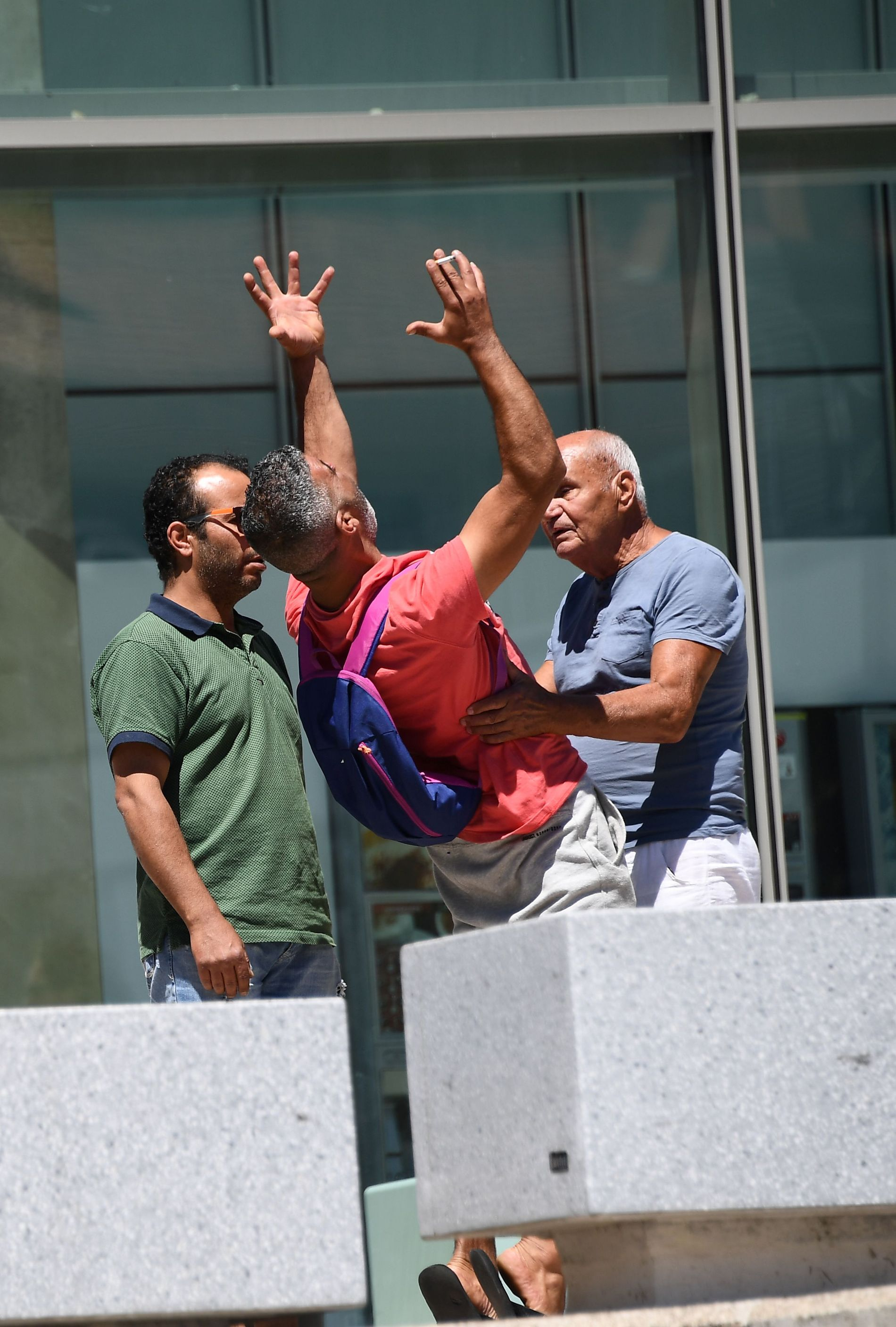 UTRØSTELIG: Tahar Mejri mistet både kona og sønnen i det brutale angrepet torsdag.