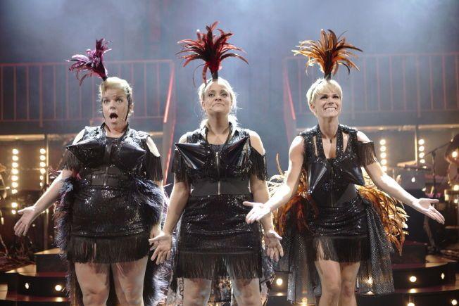 iBRØSTER SEG FRAM: Else Kåss Furuseth, Henriette Steenstrup og Sigrid Bonde Tusvik lykkes med det meste i showet 'Mot i brøsta» på Edderkoppen scene.