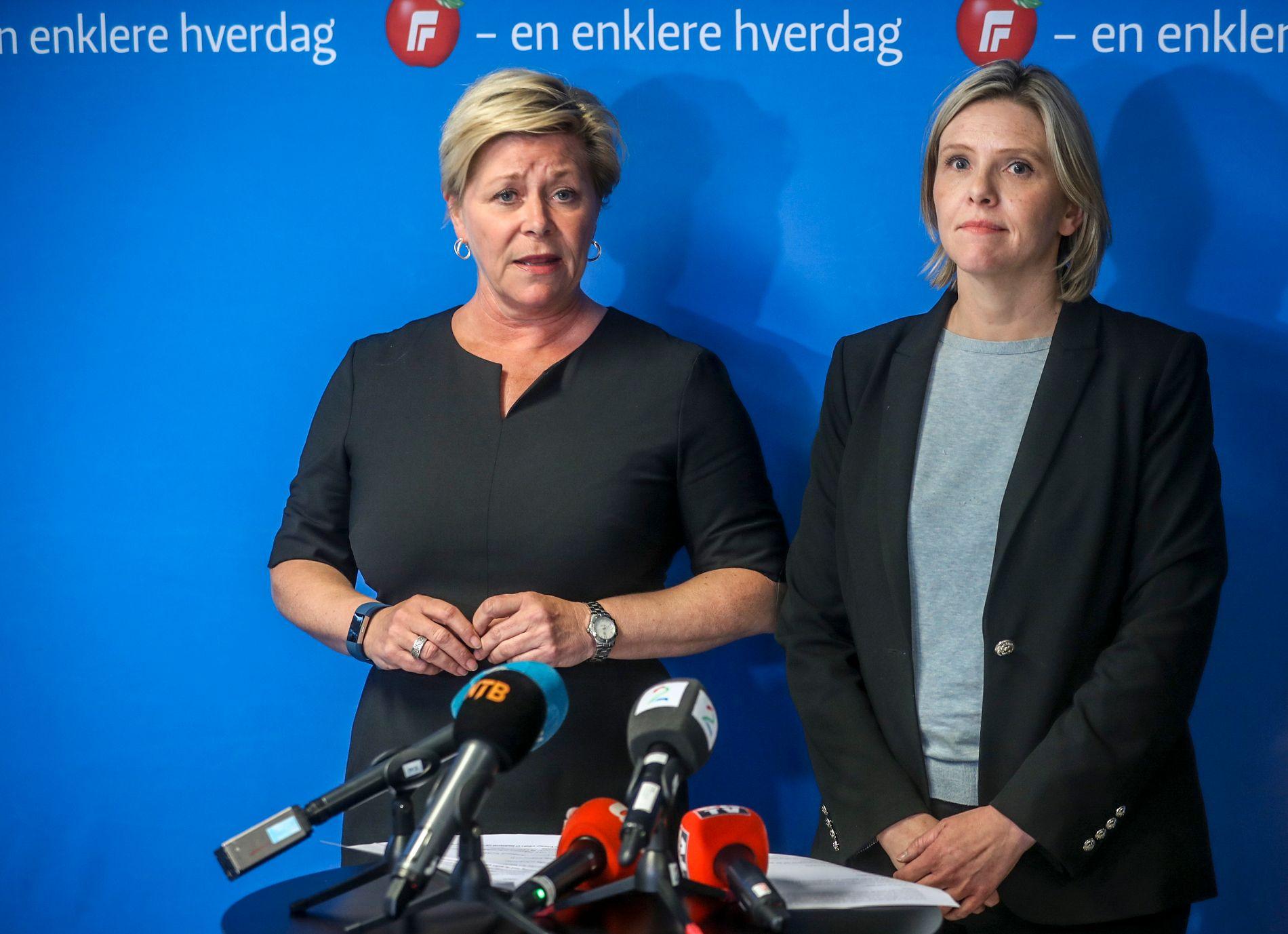 MØTTE PRESSEN: Siv Jensen og Sylvi Listhaug møtte pressen etter møteslutt onsdag kveld.