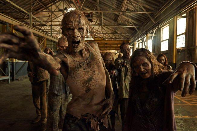 ZOMBIER: Noen av de vandrende døde i sesong fem av «TWD».