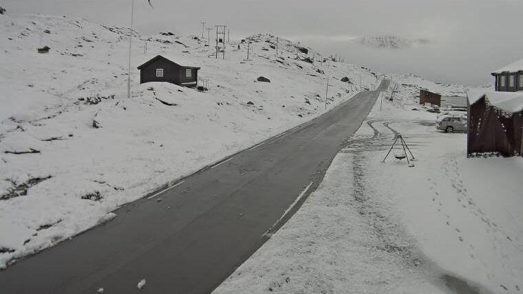 HVIT TIRSDAG: Slik ser det ut på Sognefjellet tirsdag morgen.