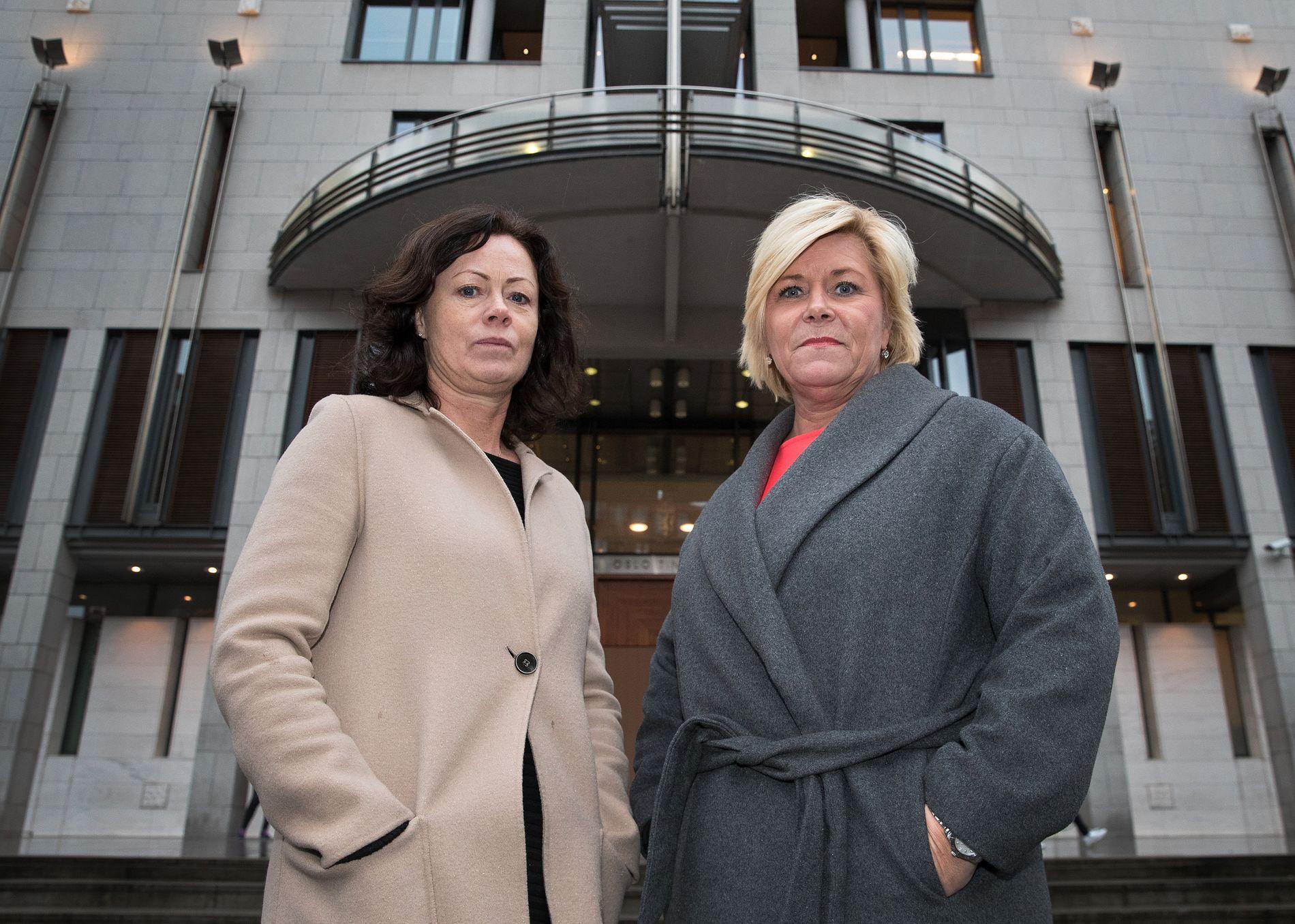 SAMMEN FOR BARNA: Siv Jensen og Solveig Horne innfører tap av samværsrett for foreldre-overgripere. Her foran Oslo tinghus.