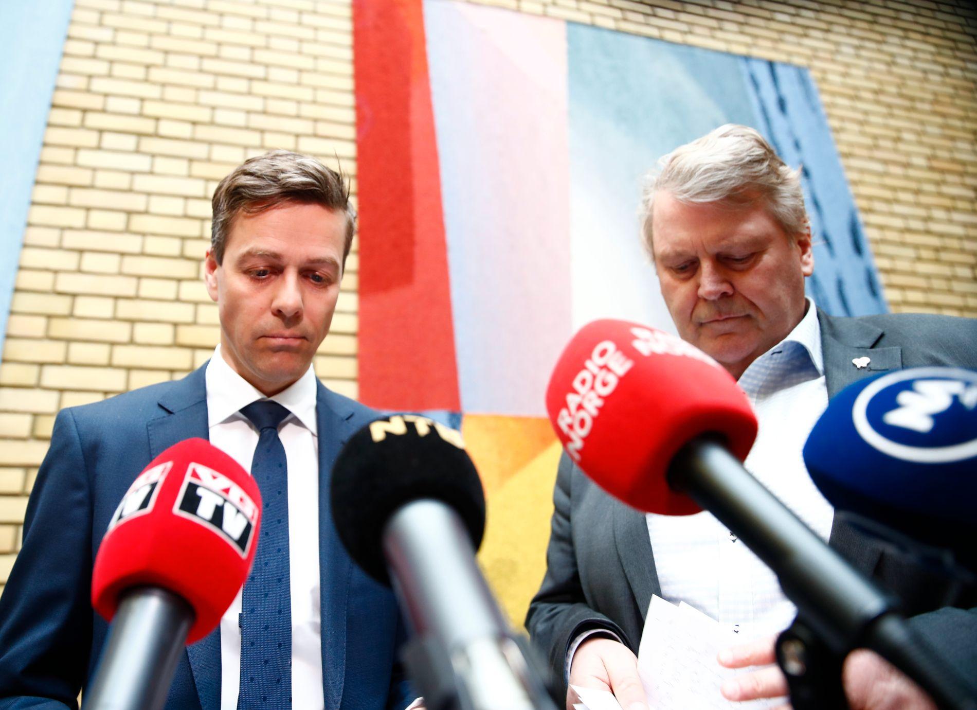 UENIGE: KrFs parlamentariske leder og nestleder, Knut Arild Hareide og Hans Fredrik Grøvan. Her fotografert sammen i Stortingets vandrehall.
