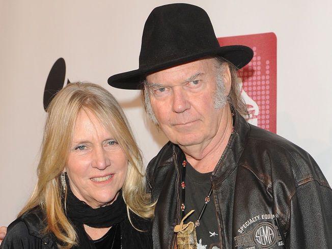 SKILLES: Neil Young og kona Pegi, her i forbindelse med Grammy-utdelingen i januar i år.