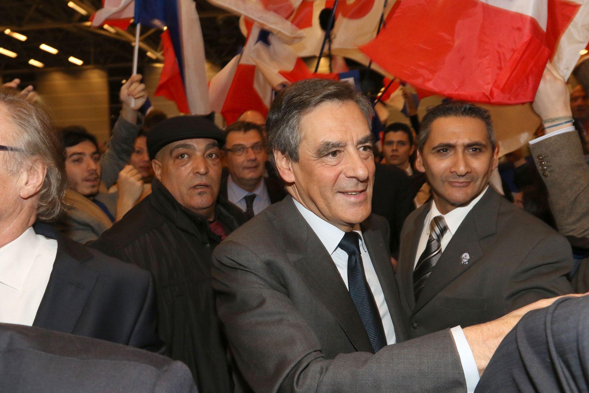 TREKKER SEG IKKE: Francois Fillon trekker seg ikke fra den franske valgkampen, til tross for etterforskning om misbruk av offentlige midler.