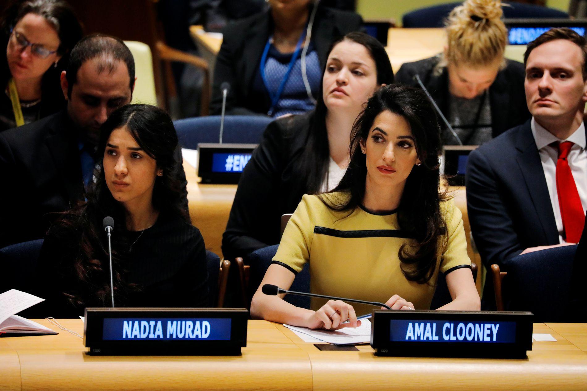 BLIR LYTTET TIL: Nadia Murad og hennes advokat Amal Clooney fotografert før hennes innlegg foran Sikkerhetsrådet i FN i New York 9. mars 2017.