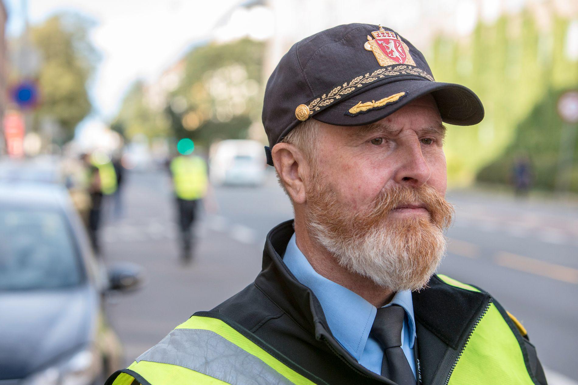 LÆR GRUNNREGLENE! – Vi hadde kommet mye lenger om folk lærte seg og etterlevde grunnregler for trafikk, sier politioverbetjent Finn Erik Grønli, som leder trafikkorpset i Oslo.