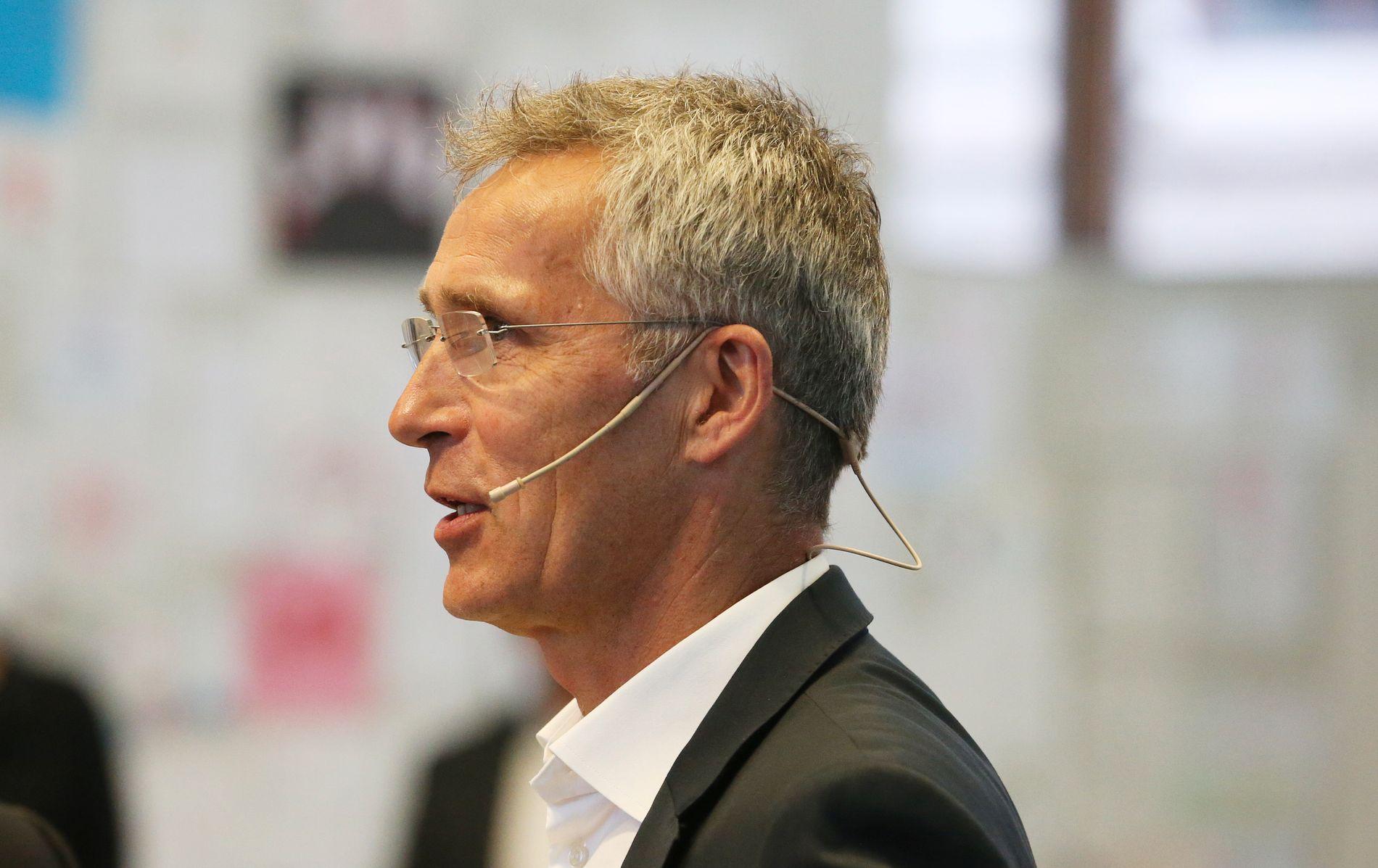 NATOs generalsekretær Jens Stoltenberg deltok søndag kveld i en panelsamtale med vitneberetninger i 22. juli senteret i det utbombede regjeringskvartalet.