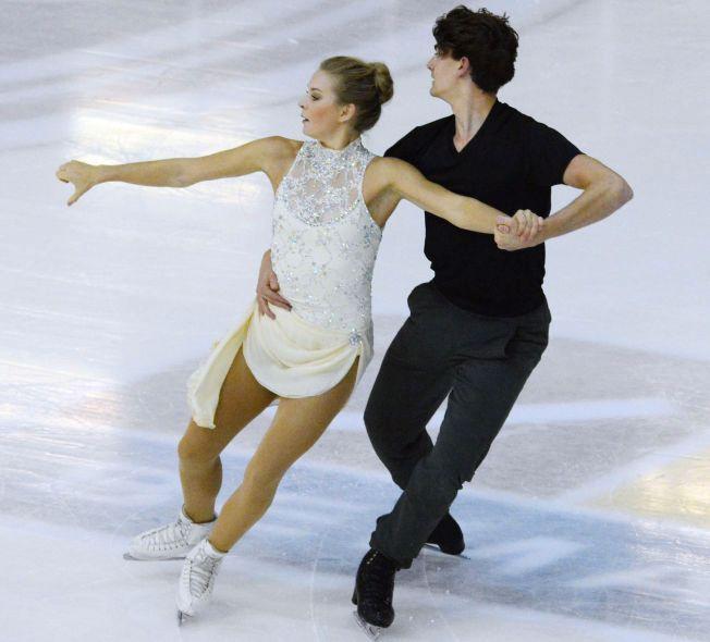 HOLDT ET HALVT ÅR: Thea Rabe flyttet til USA og fikk suksess som isdanser sammen med Tim Koleto. Paret kvalifiserte seg for EM i Bratislava om et par uker, men har nå plutselig skilt lag. Bildet paret er fra en oppvisning i Asker i september.