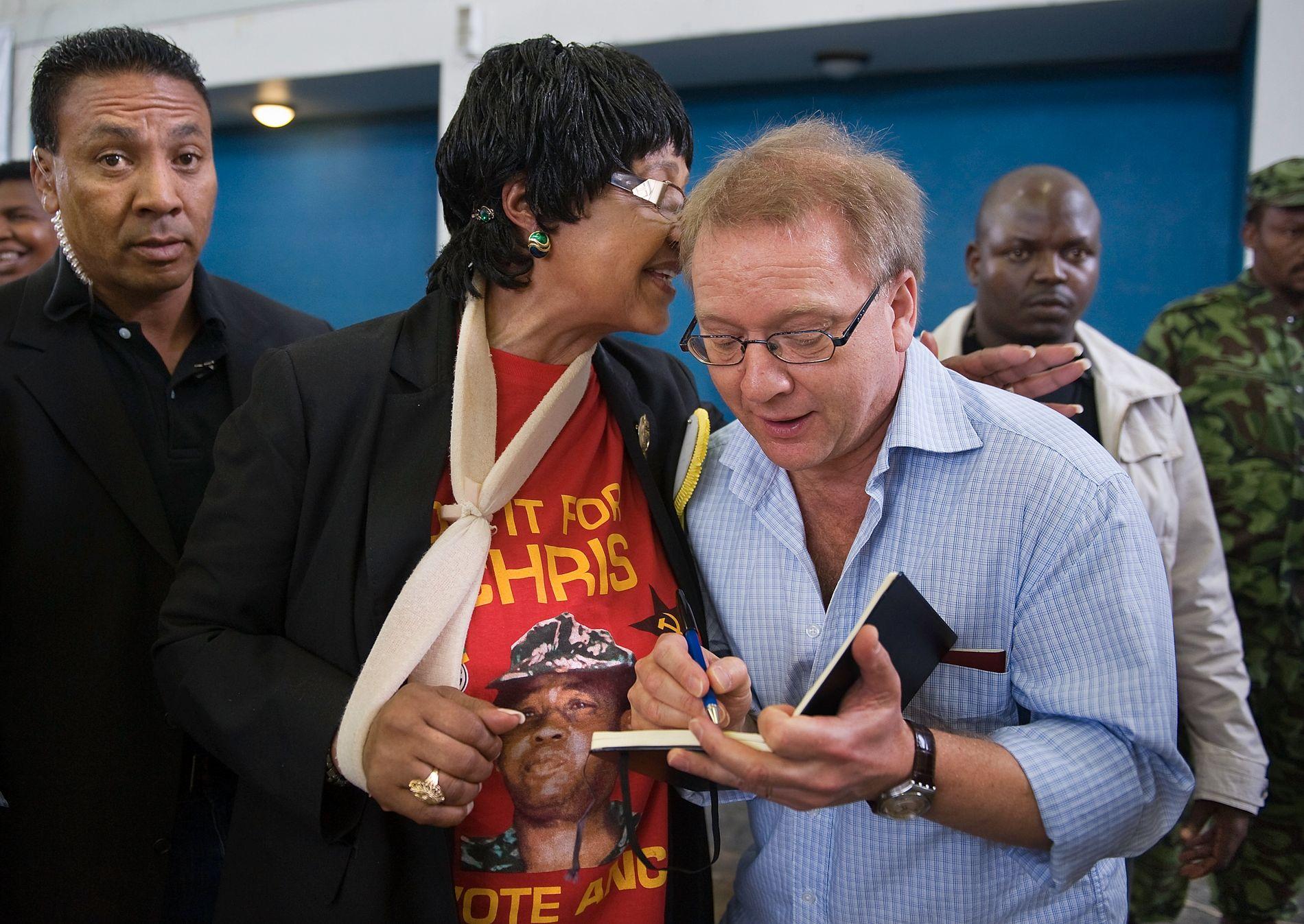 NÆRE MØTER: VGs mangeårige utenriksmedarbeider Harald Berg Sævereid intervjuet Winnie Madikizela Mandela ved en rekke anledninger. Her fra 2009, da hun gjorde comeback i politikken etter anklager om korrupsjon og bestillingsdrap, og en dom for bedrageri.