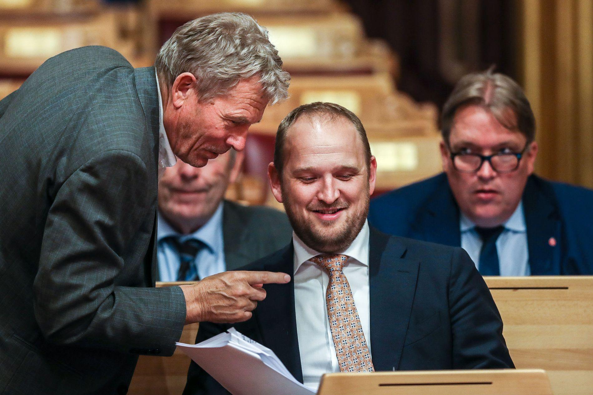 BOMPENGEPROSJEKTER VEDTATT: Samferdselsminister Jon Georg Dale (Frp) under debatten i Stortinget onsdag kveld.