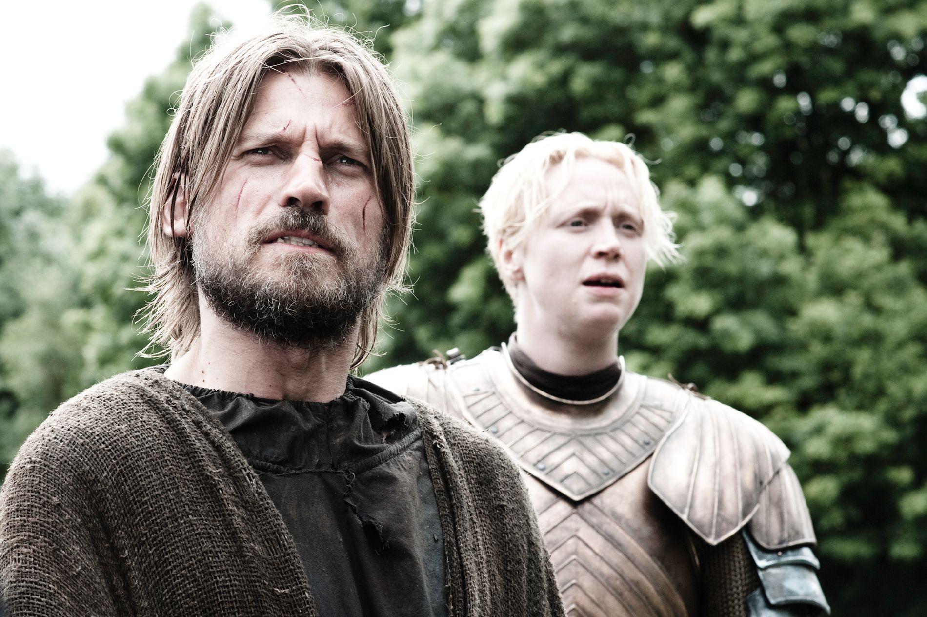 PÅ SKJERMEN: Coster-Waldau som Jamie Lannister, her i sesong 3 sammen med Gwendoline Christie som Brienne.
