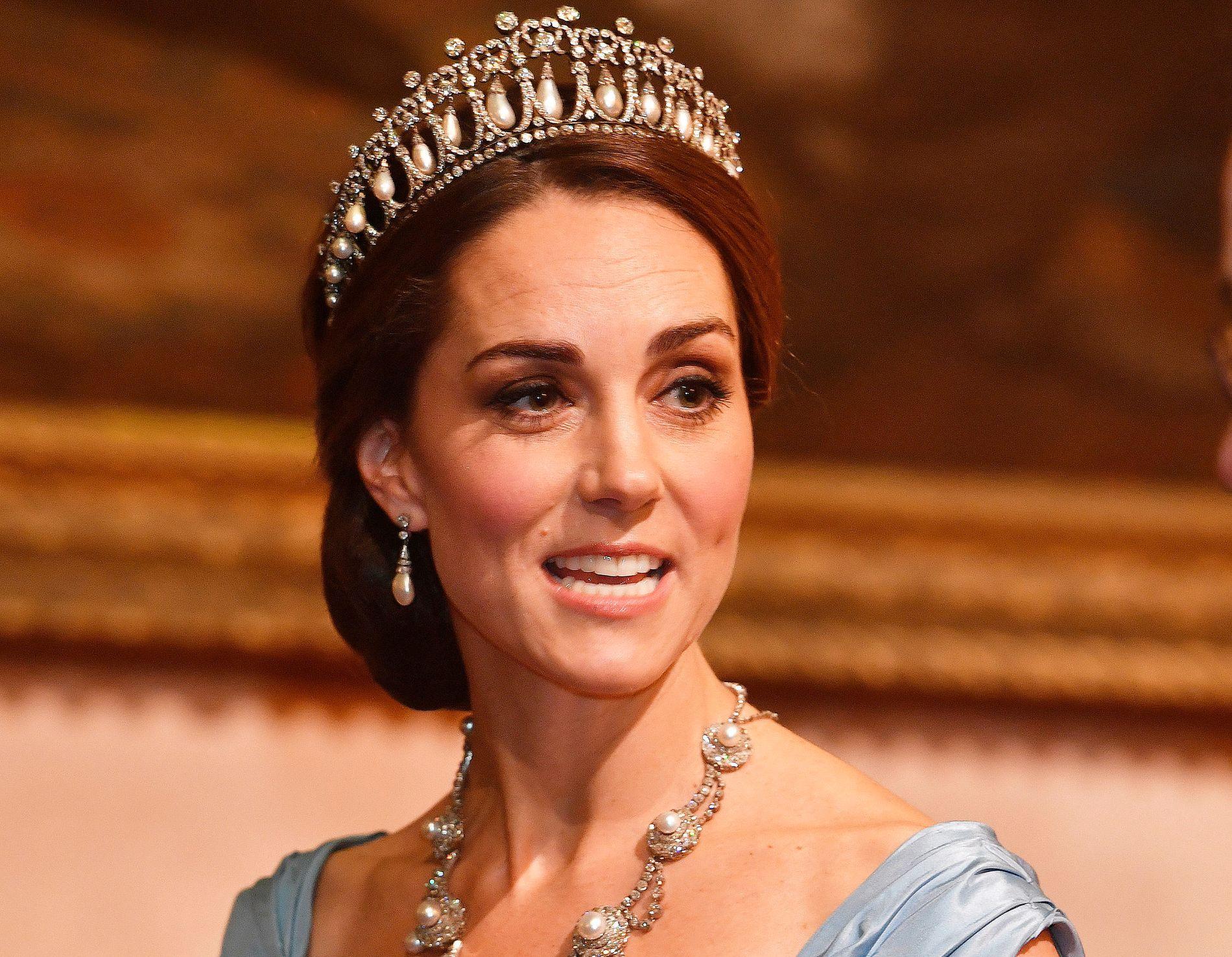 STIVPYNTET: Hertuginne Kate på statsmiddag for det nederlandske kongeparet tirsdag.