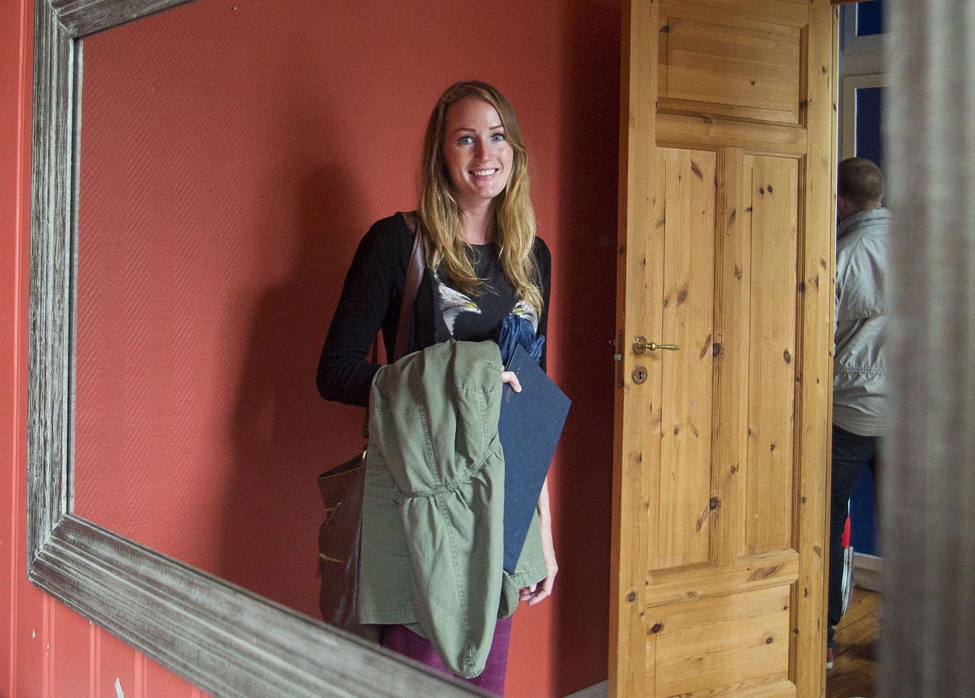 Leie ut: Monica Nichols (26) ønsker seg en leilighet der hun kan leie ut, siden det er dyrt å kjøpe alene. Her på visning i en toroms på Kampen i Oslo.