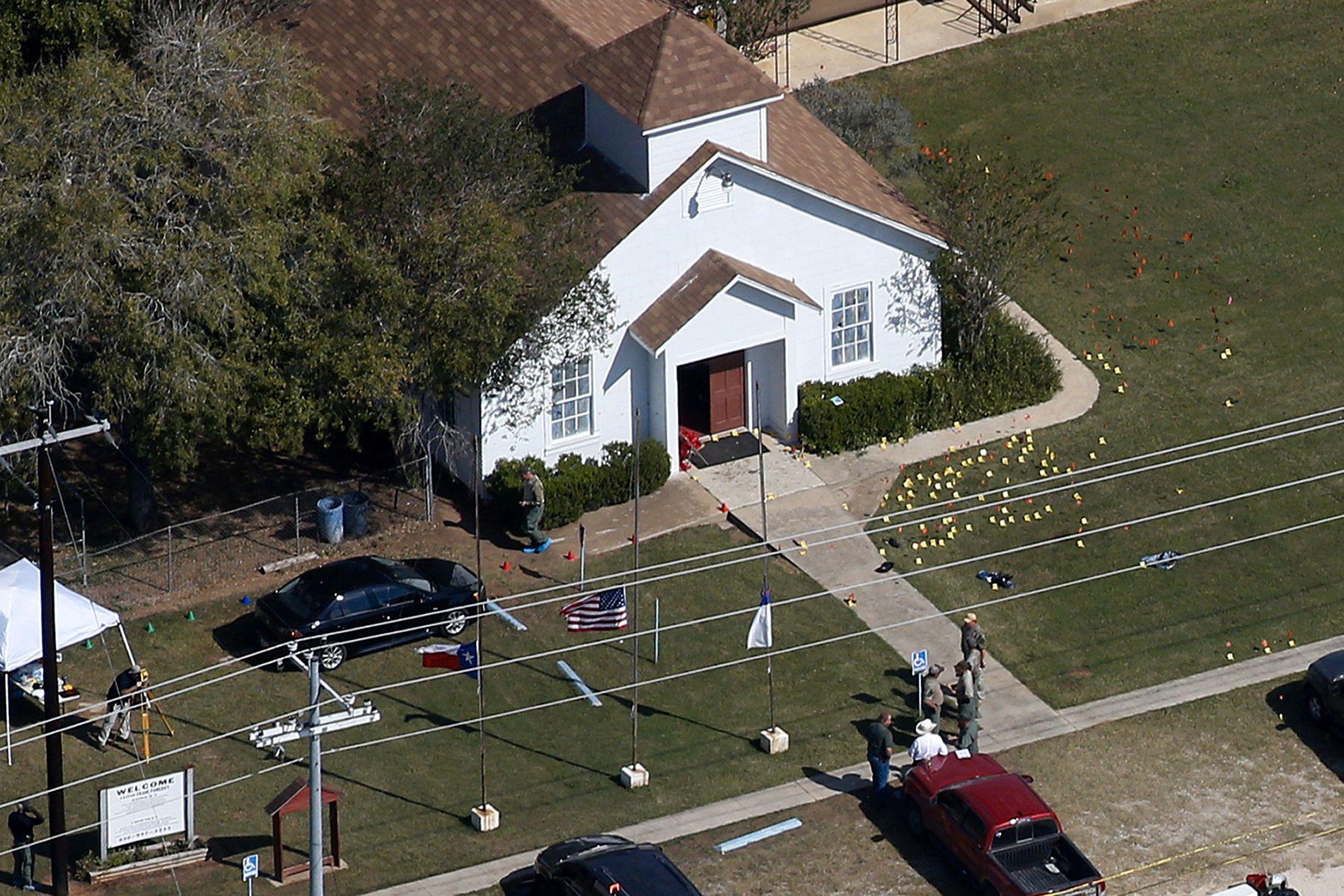 ÅSTEDET: I denne kirken i Sutherland Springs i Texas ble over 40 mennesker drept eller skadet søndag.