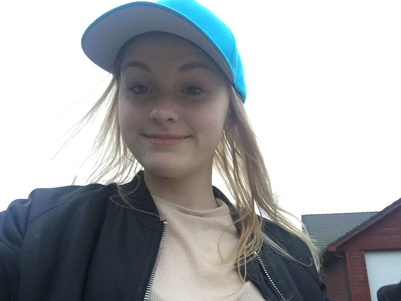 DET SISTE BILDET: Denne selfien tok Sunniva Ødegård (13) trolig om lag to timer før hun ble drept.