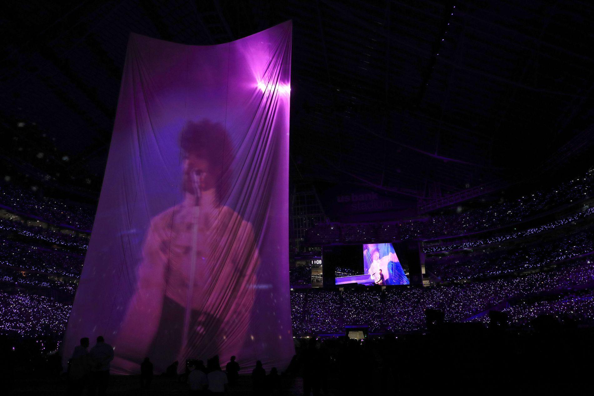 HYLLEST: Plutselig dukket en video av Prince opp.
