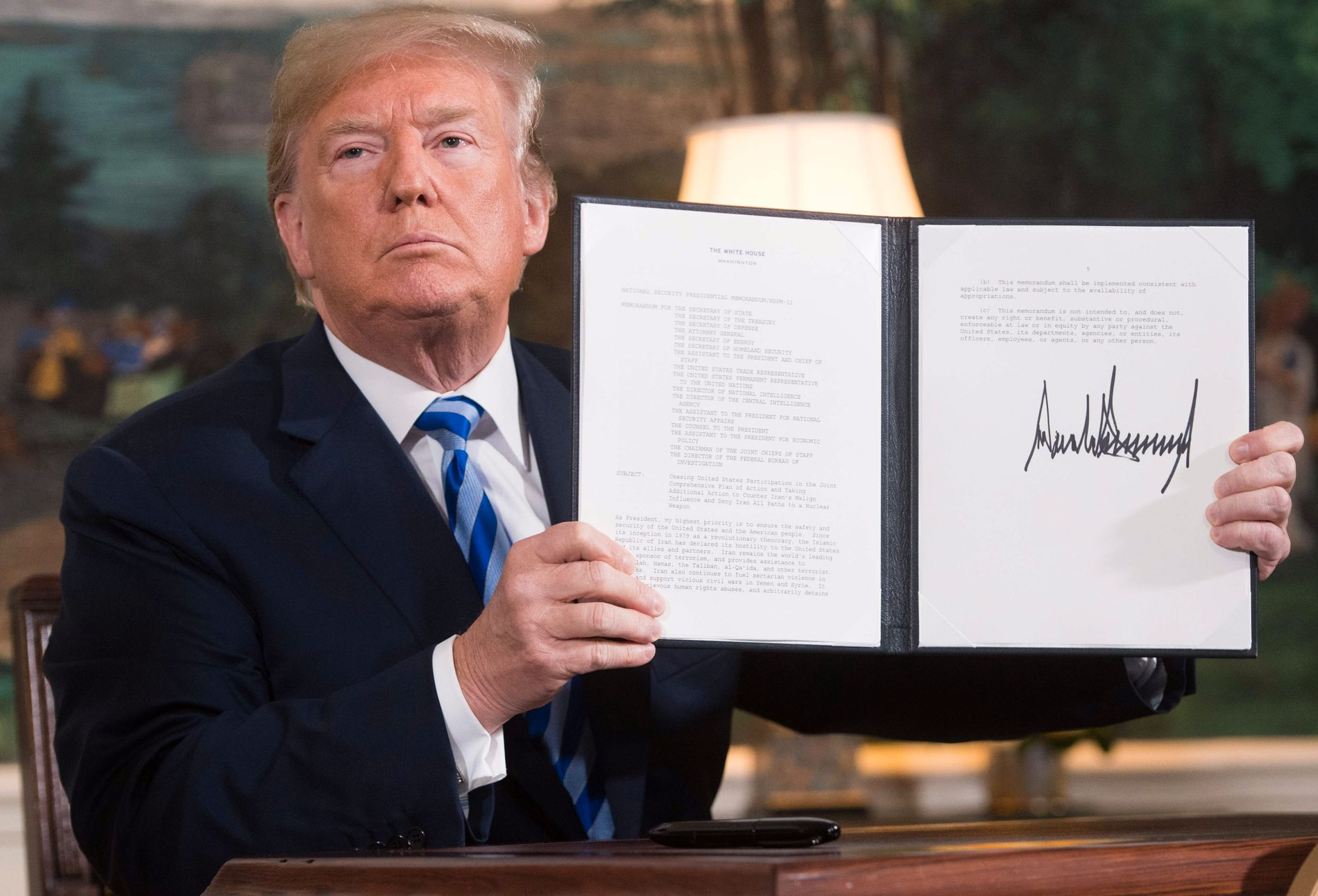 SANKSJONER: Etter at USA trakk seg fra atomavtalen, gjeninnførte Trump sanksjoner mot Iran.