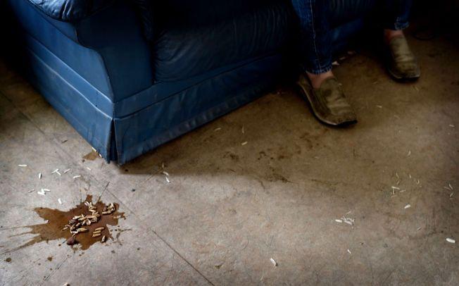 SKITTENT: Det er en stund siden dette gulvet i et av oppholdsrommene ble vasket.