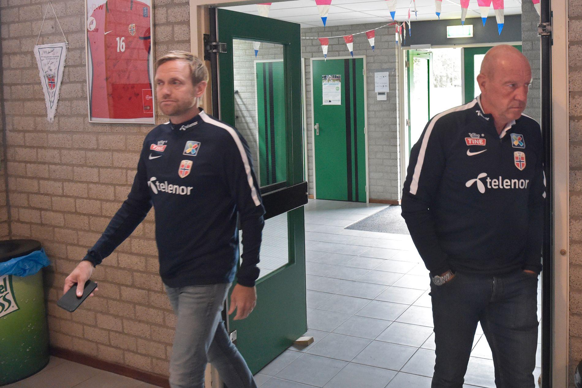 TUNG TID: Martin Sjögren og Nils Johan Semb dagen etter at EM-fiaskoen var komplett.