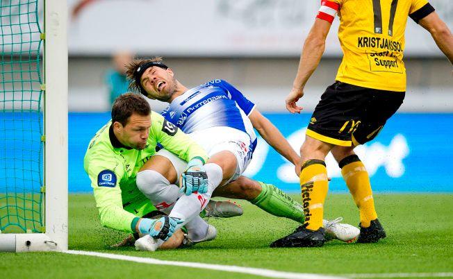 1-0: Patrick Mortensen setter inn 1-0 målet for Sarpsborg fra 50 centimeters hold. Håkon Opdal kan ikke avverge. Til høyre Gudmundur Kristjansson.