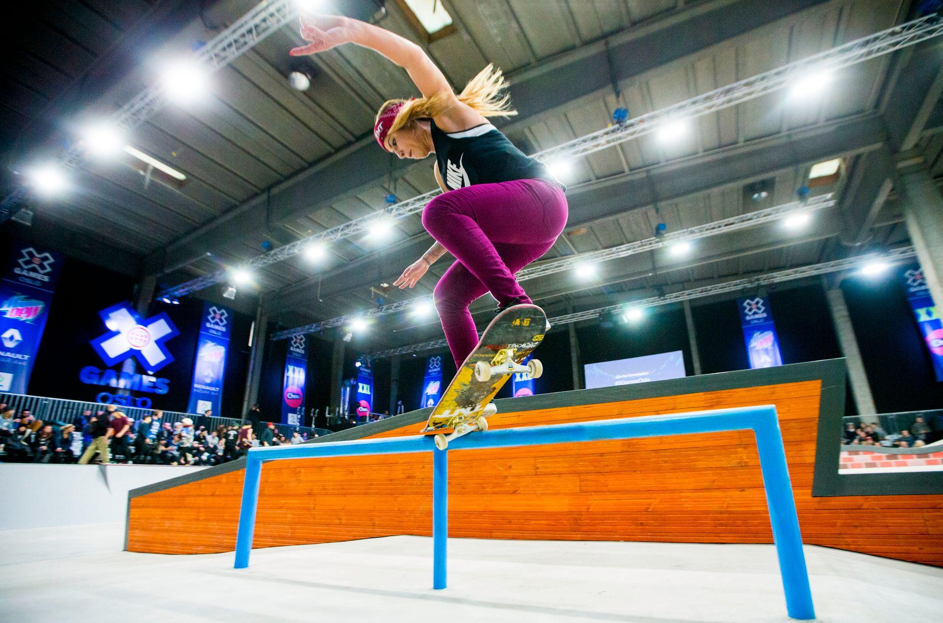 TYPISK EGENORGANISERT IDRETT: Skateboarderen Leticia Bufoni fra Brasil, her under X Games i Oslo for et år siden, tilhører en idrett som typisk har vært egenorganisert. I 2020 vil skateboard være på OL-programmet.