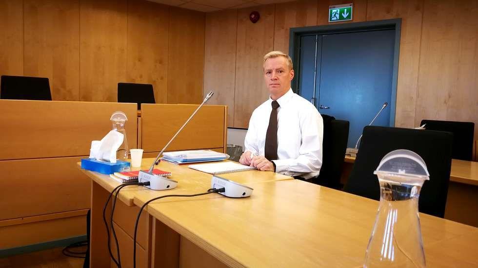 POLITIADVOKAT: Kay Rønning-Nyvold opplyser at politiet har fått tilslutning i retten for at det er skjellig grunn til å mistenke mannen for drap.