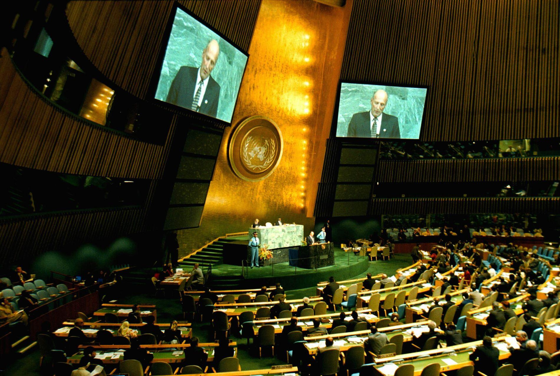 FØRSTE TALE: Kong Harald taler om FNs tusenårsmål under generalforsamlingen i New York i september 2000.
