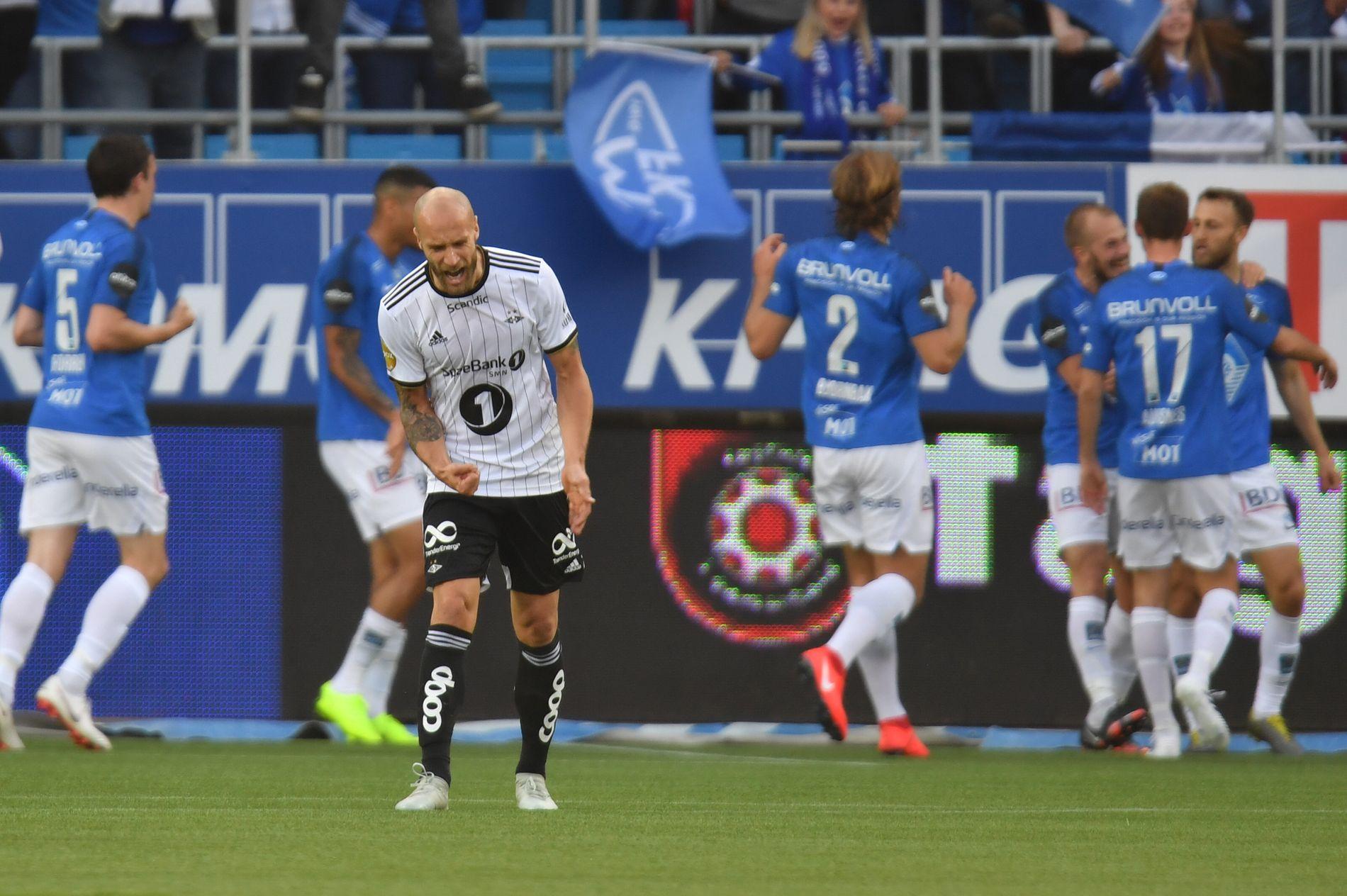 KRISE: Tore Reginiussen forbannet etter Moldes 2–0-scoring på Aker Stadion.