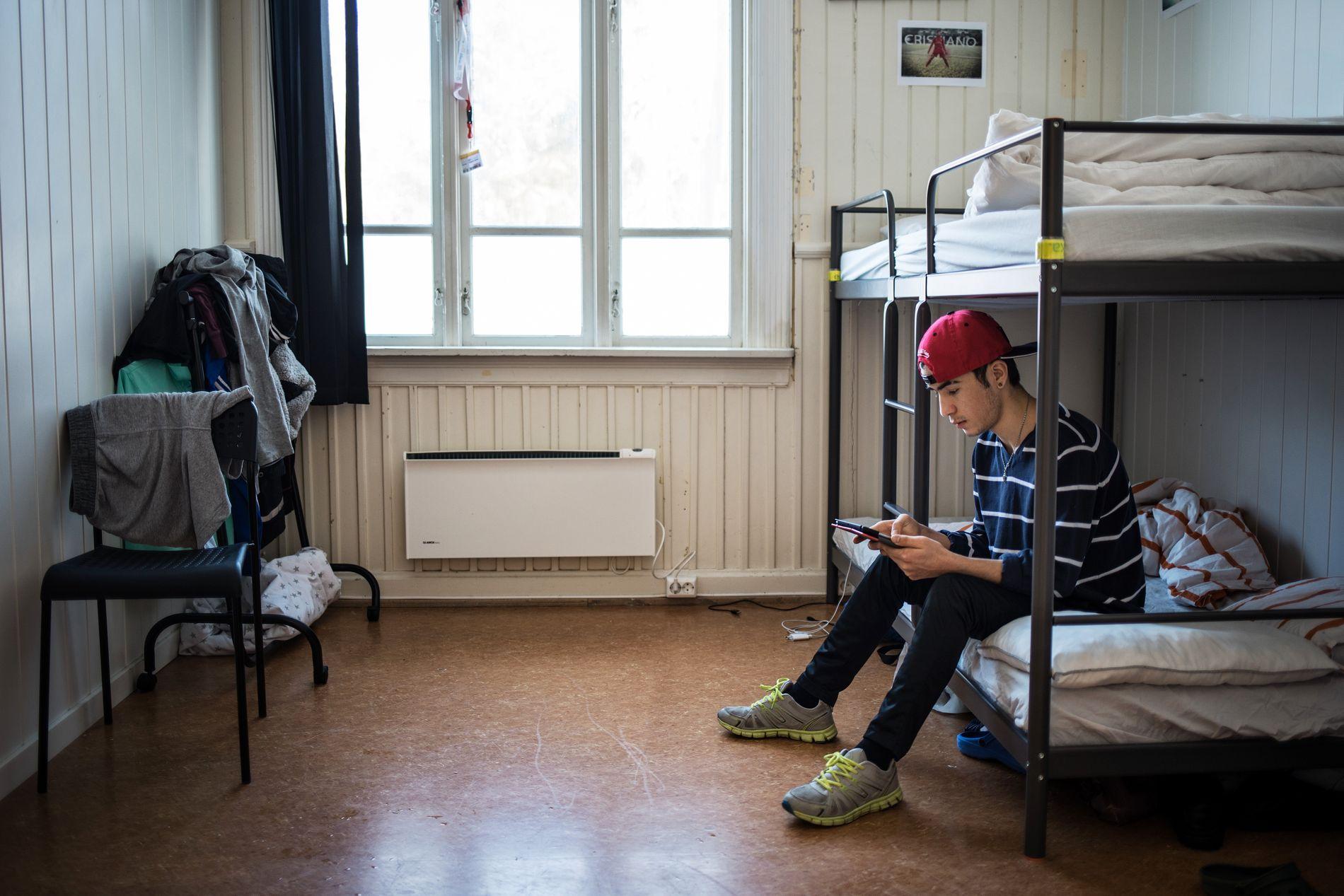 VET IKKE: Sina kom til Norge høsten 2015, og venter på vedtak i asylsøknaden sin. «Vi har et bra liv her. Men vi tenker mye på om vi får svar, om det kommer og når det kommer», sier han.
