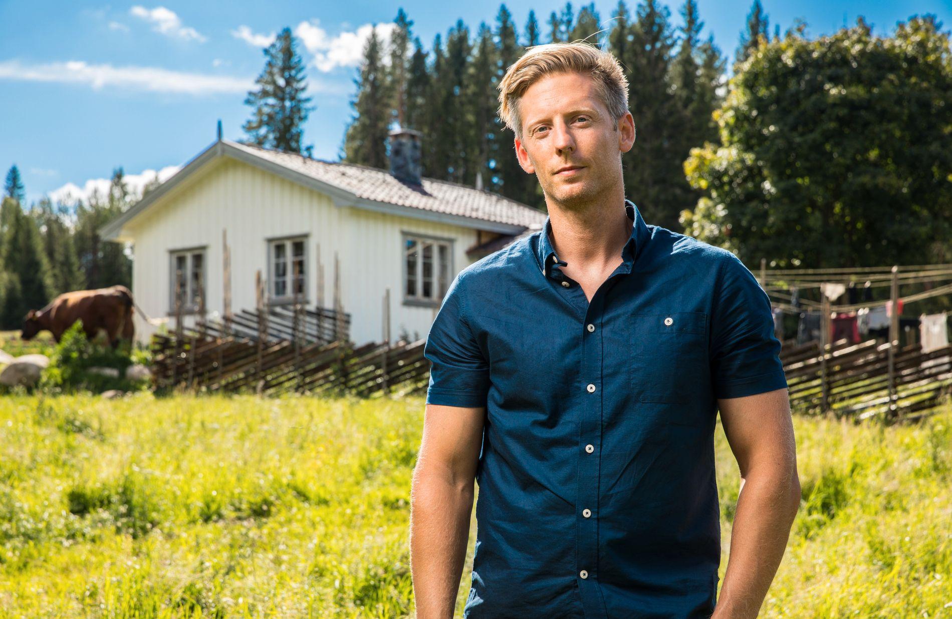 SNART OVER: Kun ett program gjenstår i høstens «Farmen» for programleder Gaute Grøtta Grav.