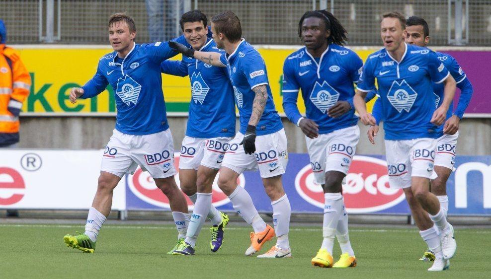 SCORET: Fredrik Gulbrandsen (t.v.) satte inn ledermålet da Molde slo Start og feiret med medspillerne. Foto: Scanpix