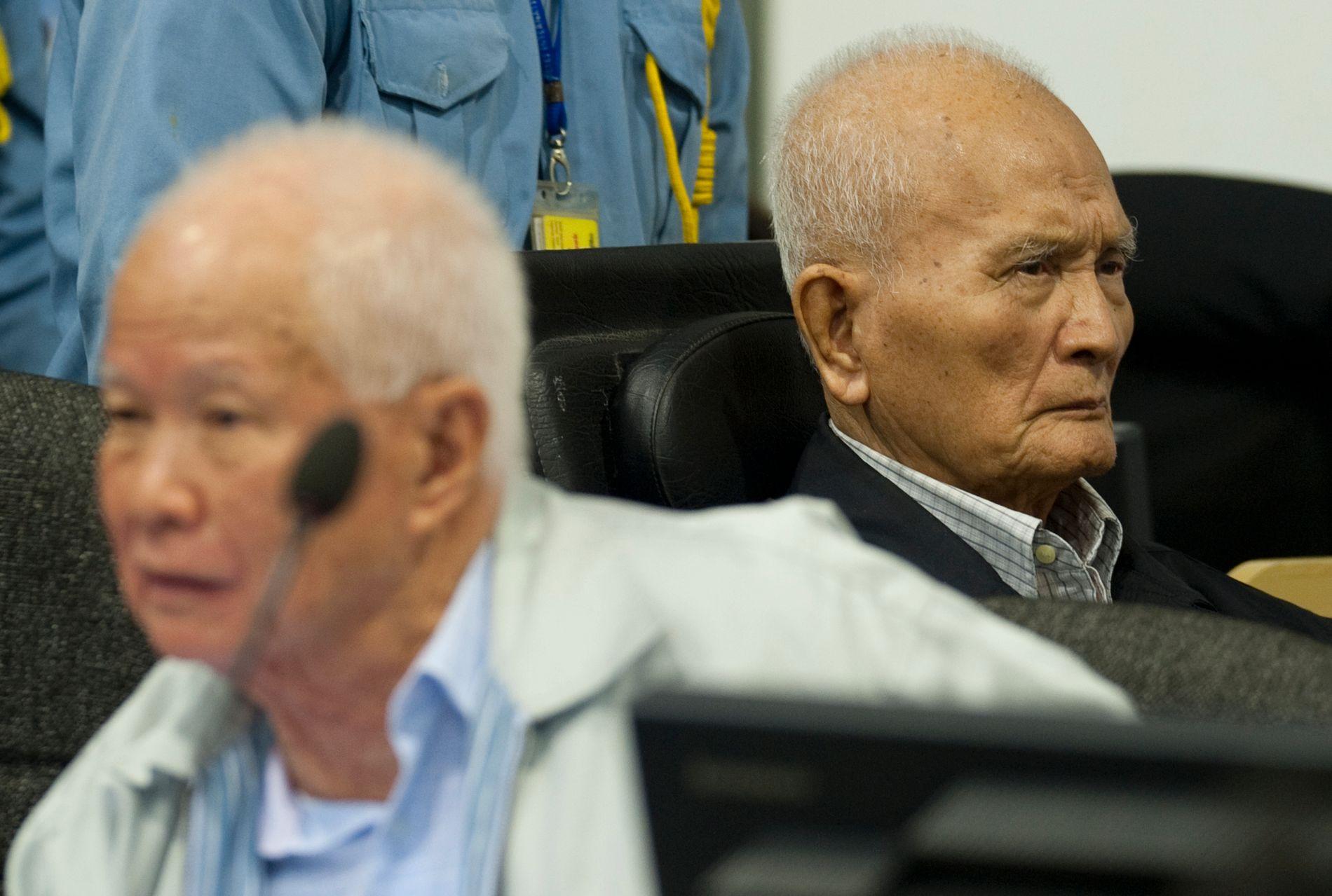 DØMT: Khieu Samphan (venstre) og Nuon Chea (høyre).
