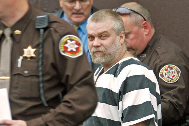 SNAKKIS: Steven Avery, her utenfor Manitowoc County Courthouse i Wisconsin i november 2005 etter å ha blitt dømt for drap.