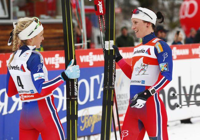 DRONNINGEN AV OBERSTDORF: Marit Bjørgen (t.h.) vant tre VM-gull i Oberstdorf i 2005. Lørdag vant hun prologen i Tour de Ski, i dag (søndag) fulgte hun opp med storseier på jaktstarten. Therese Johaug ble nummer tre.