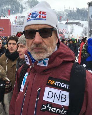 BEKYMRET FOR SØNNEN: Pappa Bjørn Svindal var i målområdet da Aksel Lund Svindal mistet kontrollen i den knalltøffe utforløypa.