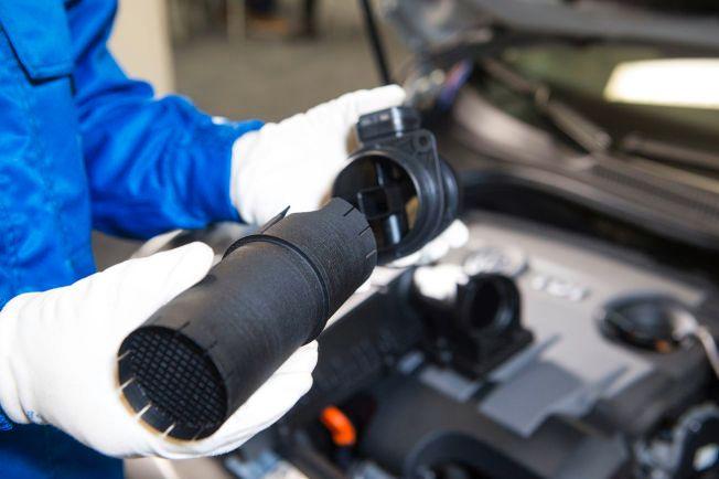 PLASTRØRET: Teknologien som skal være med på å løse den gigantiske skandalen i Volkswagen er en 25 år gammel oppfinnelse. Hvorfor skjedde ikke dette før undrer en norsk bilekspert seg.