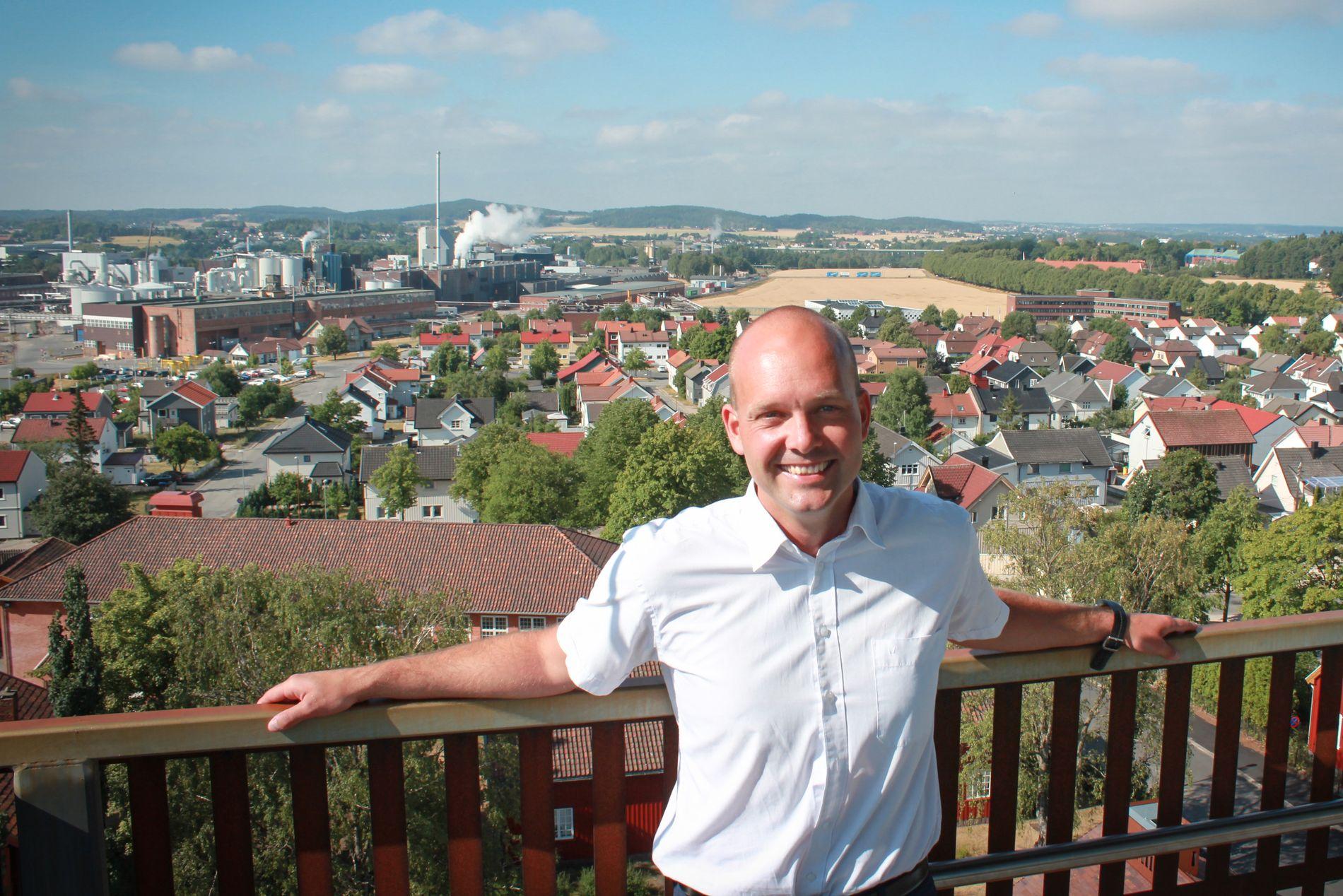 PÅ TOPP: Ordfører i Sarpsborg Sindre Martinsen-Evje fra Arbeiderpartiet har et overlegent flertall i bystyret. Siden 1913 har partiet hatt ordfører i industribyen.