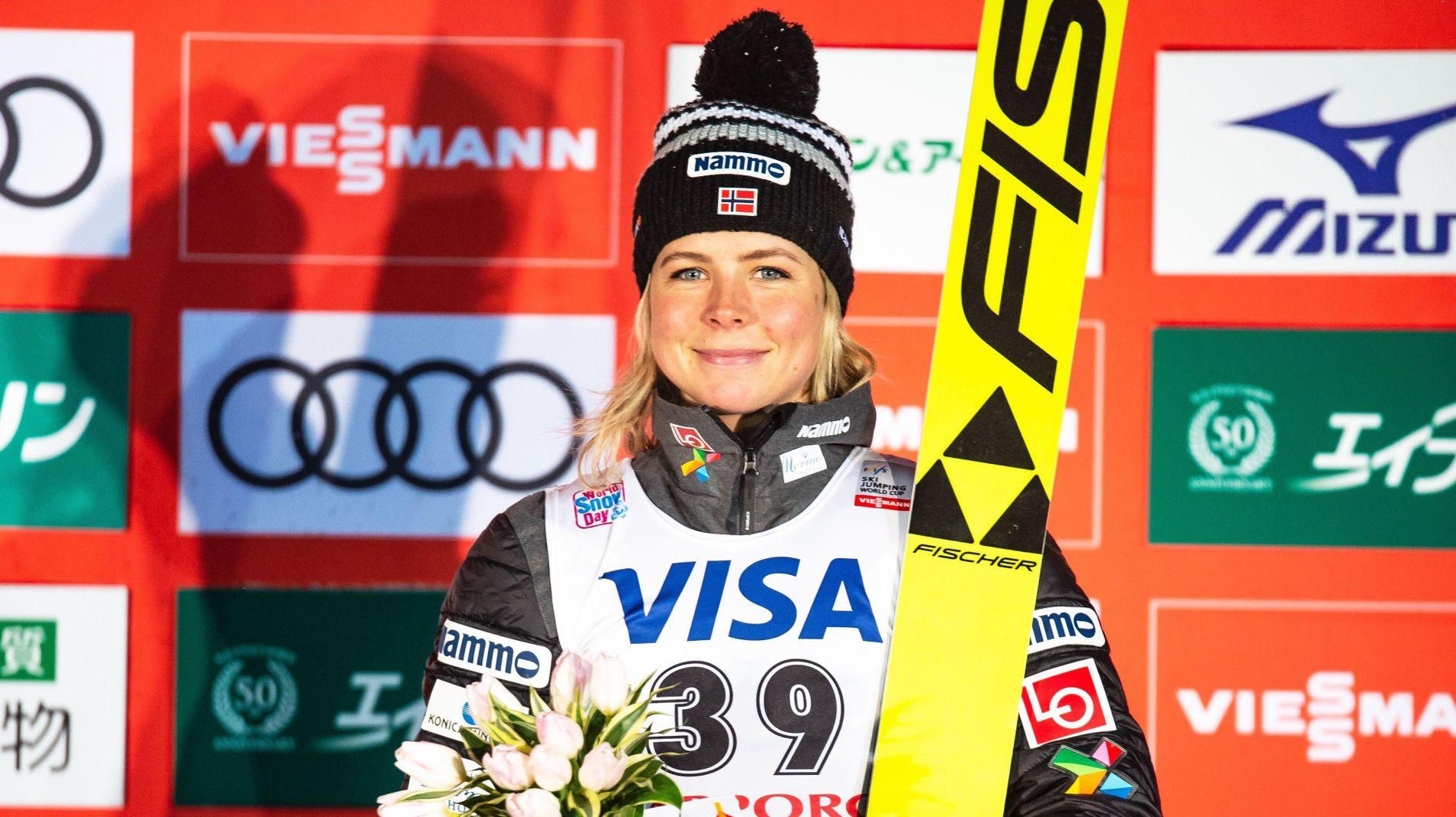 Maren Lundby fra da hun ble nummer tre under hopprennet i Sapporo fredag. Foto: NSF hopp / NTB scanpix