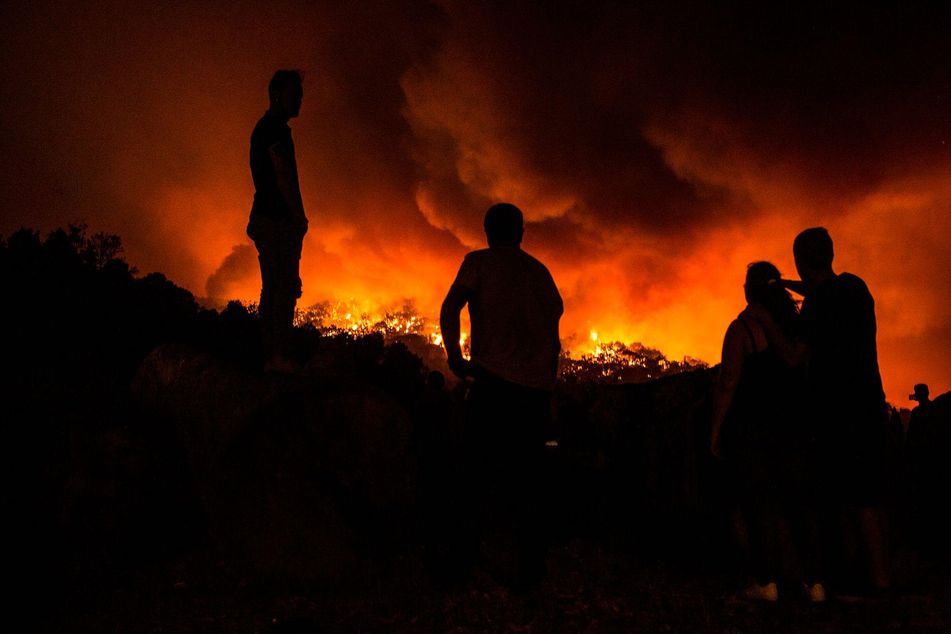 SKOGBRANN: Søndag ble beboere evakuert fra landsbyen Monchique i Portugal.