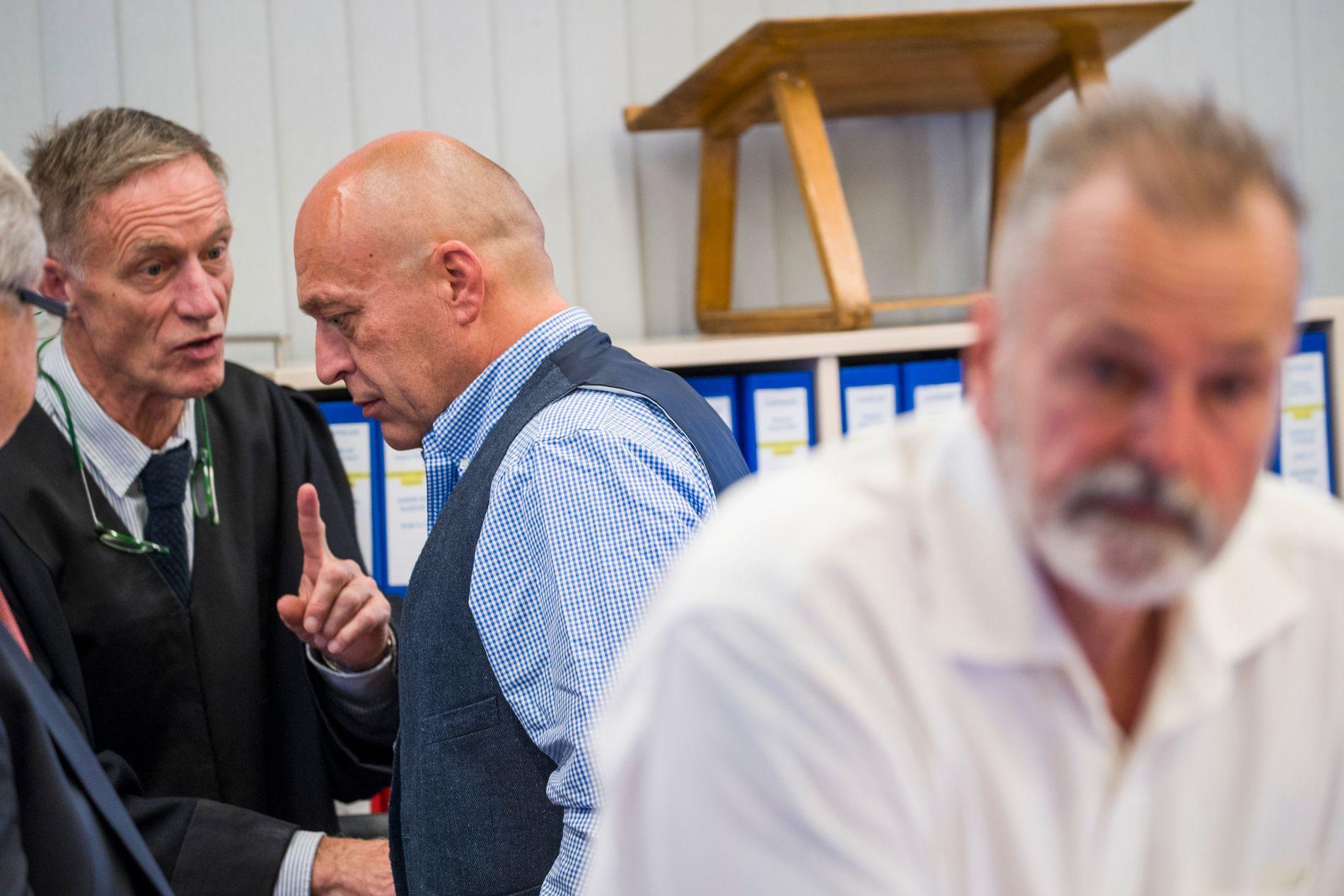 TILTALT: Eirik Jensen (til høyre) og Gjermund Cappelen, er begge tiltalt for korrupsjon og narkotikavirksomhet. Jensen nekter straffskyld. Cappelens er påtalemyndighetens viktigste vitne.
