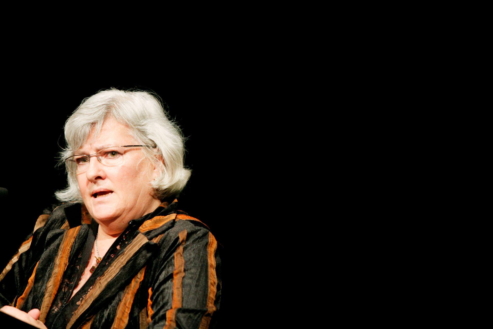 Nina Karin Monsen på talerstolen under overrekkelsen av Fritt Ord-prisen for 2009.