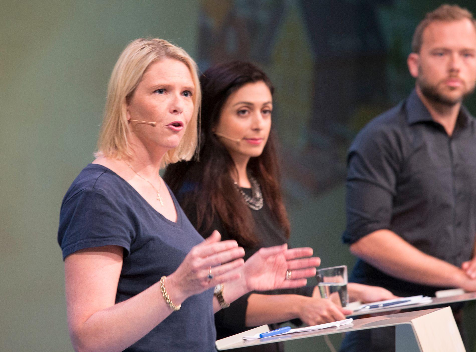 SYLVIS STØTTE: Innvandrings-. og integreringsminister Sylvi Listhaug (Frp), her sammen med Ap-nestleder Hadia Tajik og SV-leder Audun Lysbakken under en debatt om innnvandring og integrering i Arendal tirsdag.