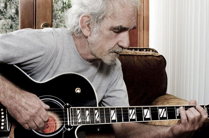 LEGENDE: JJ Cale ble 74 år gammel, han var mest kjent for å ha skrevet sangene «Cocaine» og «After Midnight», som Eric Clapton gjorde coververjsoner av og hadde suksess med. Foto: Jane Richey/jjcale.com
