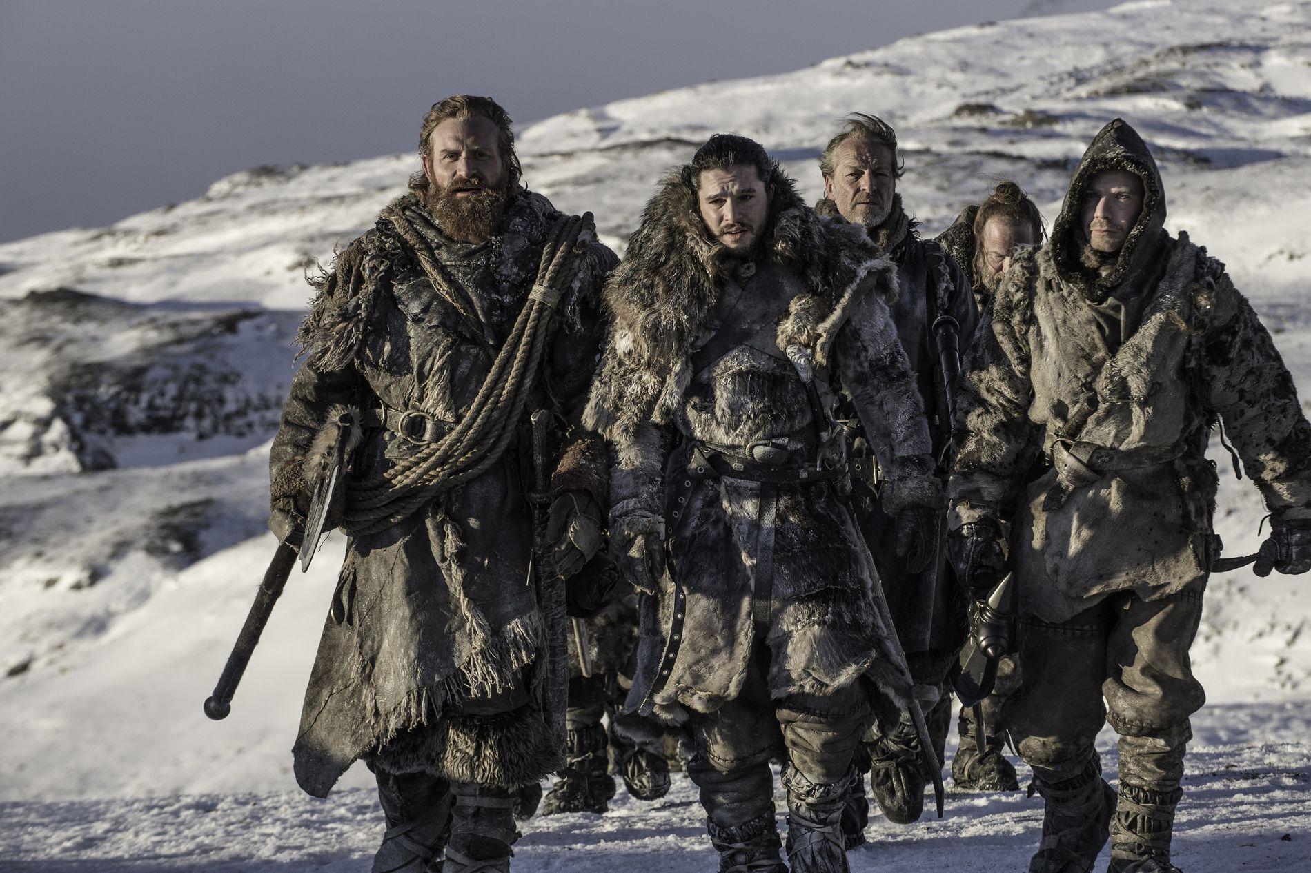 REDDE VERDEN: Tormund Giantsbane på vei til å prøve å redde verden sammen med blant andre Jon Snow, Jorah Mormont og Gendry i sesong 7.