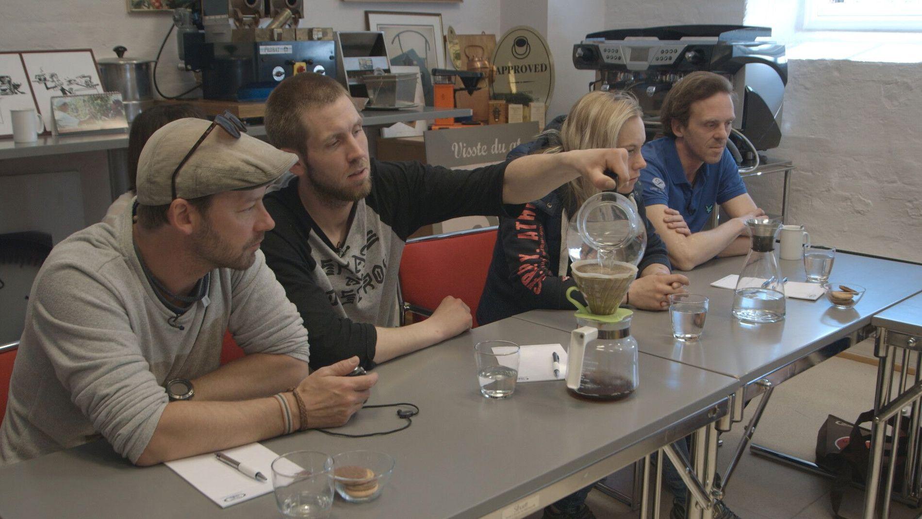 LANGTIDSTRUKKET: Petter, Jonna, Gro og Richard må først lære kaffebryggingens mørkeste hemmeligheter.